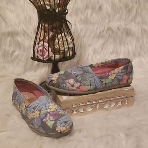 TOMS MUTED TROPICAL FLORAL CANVAS SLIP ONS